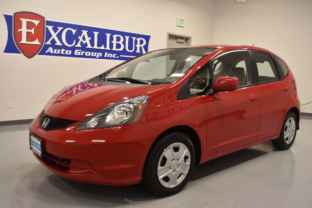 2013 HONDA FIT 5-SPEED AT 32k miles Options ABS Brakes Air Conditioning AM