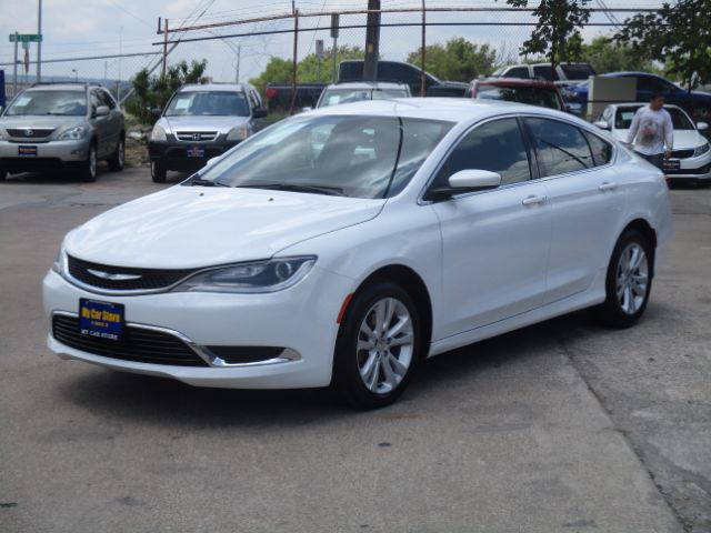 2016 CHRYSLER 200 BASE 32k miles 2016 Chrysler 200 Options ABS Brakes Air Conditioning Alloy Wh