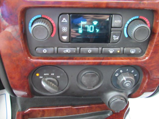 2009 GMC Envoy SLT-1 4WD in Cleveland