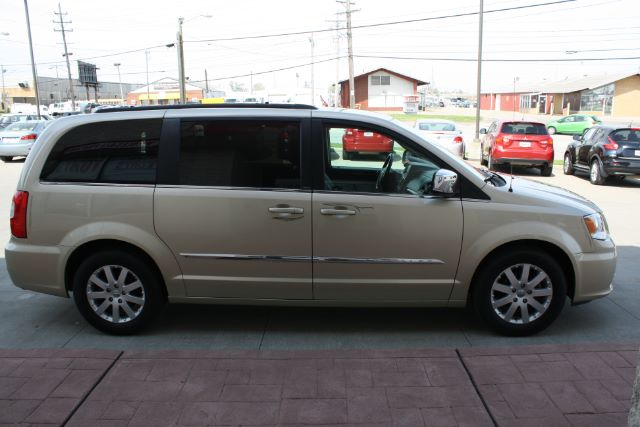 2011 Chrysler Town & Country Touring-L in Cleveland