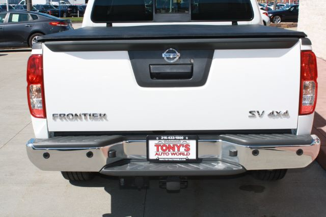 2016 Nissan Frontier SL Crew Cab 5AT 4WD in Cleveland