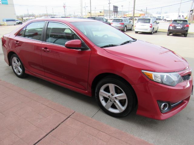 2014 Toyota Camry SE in Cleveland