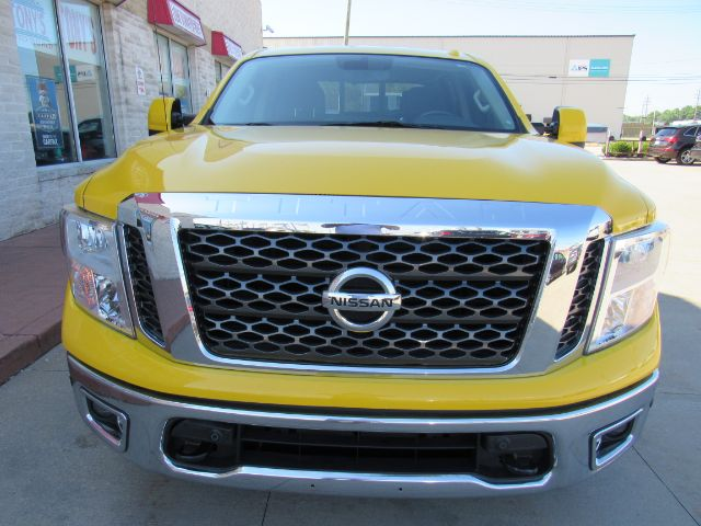 2017 Nissan Titan SV Crew Cab 4WD in Cleveland