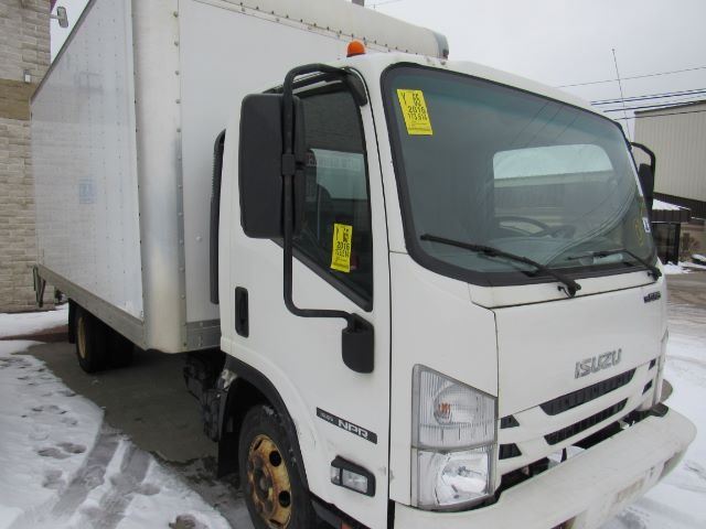 2016 Isuzu NPR 14ft BOX TRUCK GAS in Cleveland
