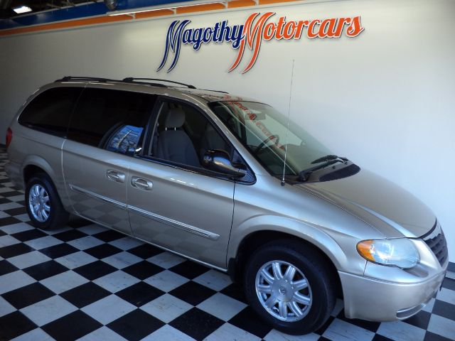 2006 CHRYSLER TOWN  COUNTRY TOURING 102k miles Here is a great running one owner new car trade i