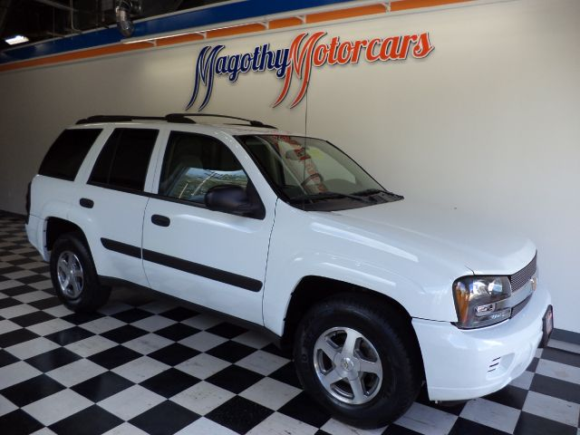 2005 CHEVROLET TRAILBLAZER LS 4WD 94k miles Here is a clean local new car trade in that has just a