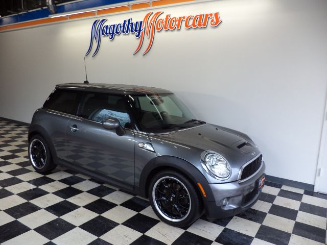 2010 MINI COOPER S 57k miles Here is a very nice Min S that has just been traded This car offers