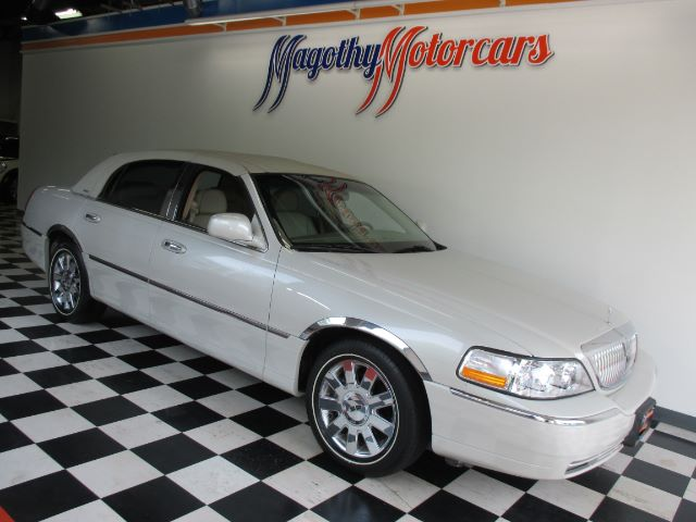 2007 LINCOLN TOWN CAR DESIGNER SERIES 83k miles Here is a great running Town Car that has just arr