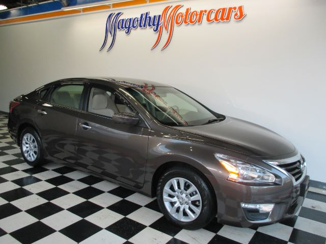 2013 NISSAN ALTIMA 25 S 35k miles Here is a great running one owner trade that has just arrived