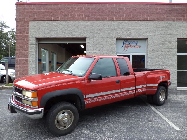 1998 CHEVROLET CK 3500 EXT CAB 4WD 109k miles This is a great running truck It is not cosmetical