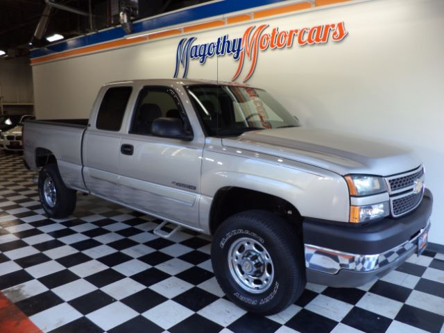 2005 CHEVROLET SILVERADO 2500HD LS EXT CAB SHORT BED 4WD 98k miles Here is a very clean truck tha