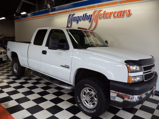 2007 CHEVROLET SILVERADO CLASSIC 2500HD LT1 EXT CAB 4WD 131k miles Here is great running Duramax