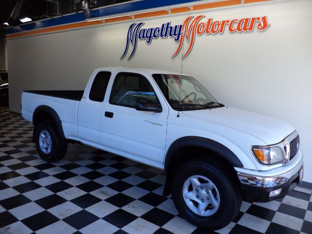 2004 TOYOTA TACOMA XTRACAB 4WD 106k miles Here is a great running new truck trade in that has just