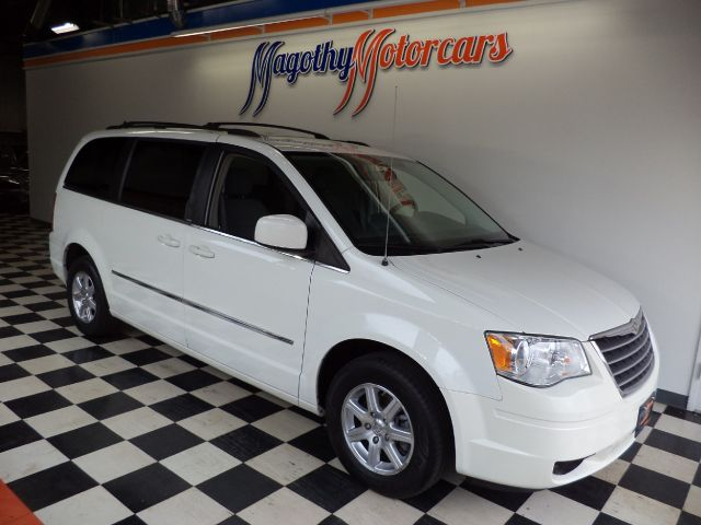 2010 CHRYSLER TOWN  COUNTRY TOURING 94k miles Here is a great running Touring Edition van that ha