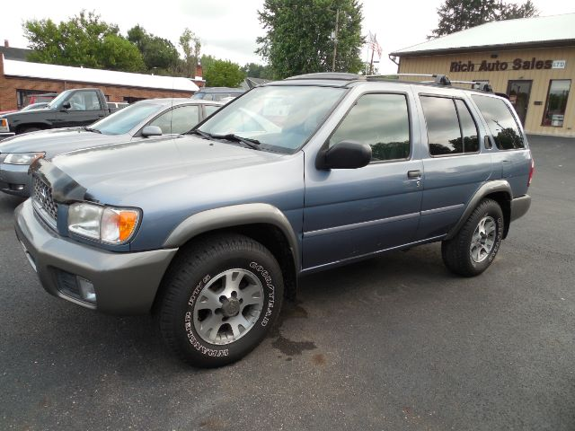 2001 Nissan Pathfinder LE 4WD at Rich Auto Sales