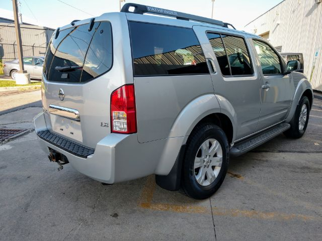 2005 Nissan Pathfinder LE 4WD for sale at Ideal Motorcars