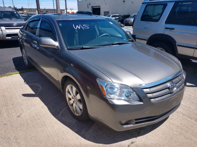 2005 Toyota Avalon XLS for sale at Ideal Motorcars