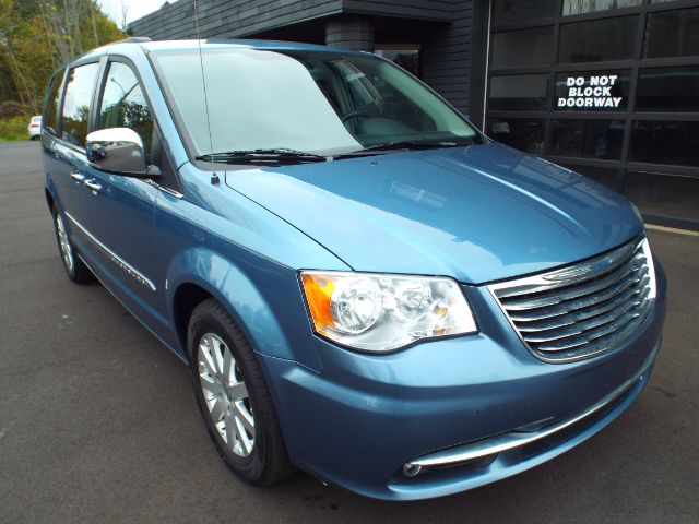2012 Chrysler Town & Country for sale in Twinsburg, Ohio