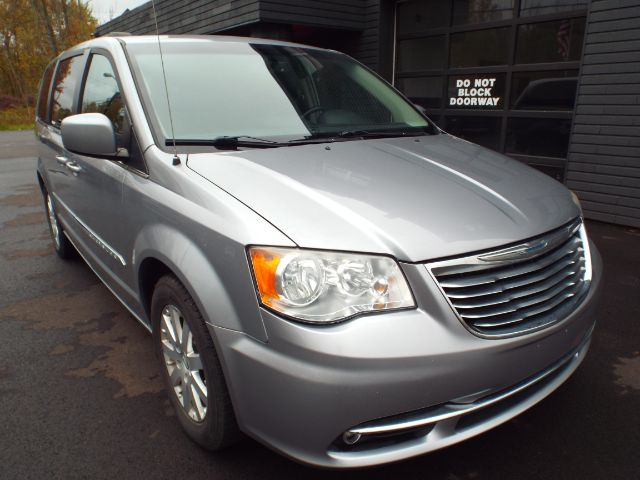 2013 Chrysler Town & Country for sale in Twinsburg, Ohio