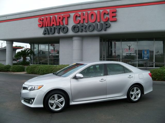 2014 TOYOTA CAMRY SE 29k miles Options ABS Brakes Air Conditioning Automatic Headlights CD Pla