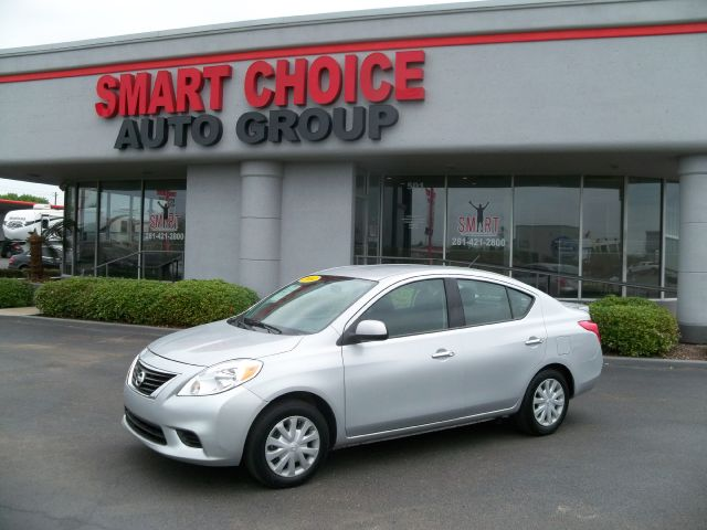 2014 NISSAN VERSA 16 SV SEDAN 25k miles Options ABS Brakes Air Conditioning CD Player Child S